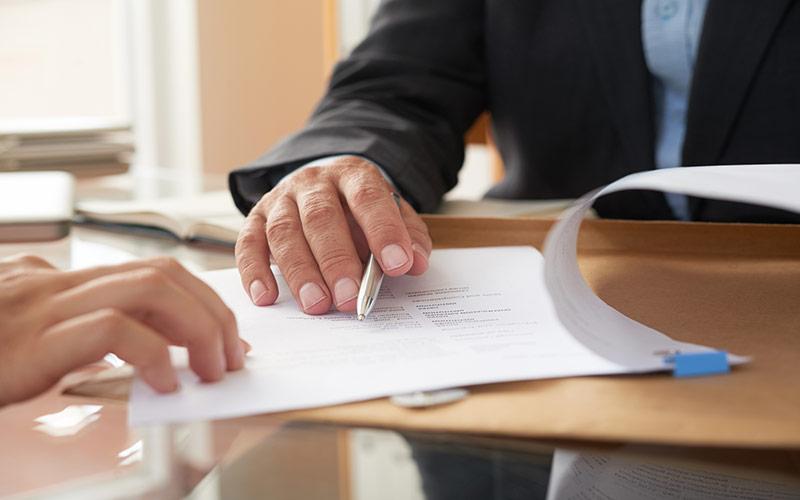 על דיני חוזים חוזה, חוזה שכירות דירה והפרת חוזה